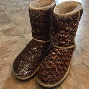 UGG sequined boots sz 8 two color change like new